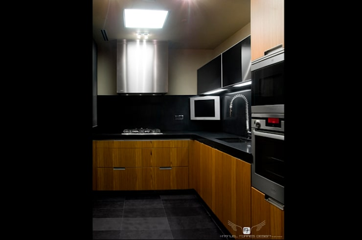 EIXAMPLE BARCELONÉS: Cocinas de estilo  de MANUEL TORRES DESIGN