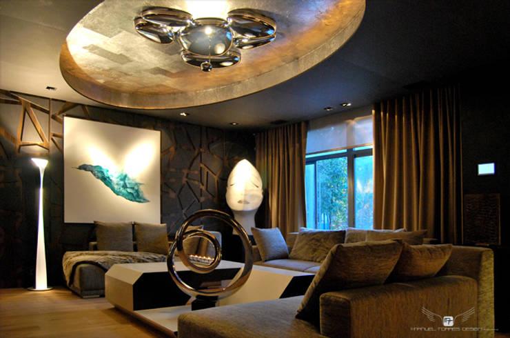 UN SALÓN DE CINE: Salones de estilo  de MANUEL TORRES DESIGN