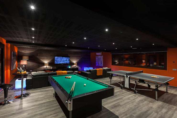 Tv & play room: Salas multimedia de estilo  de Originals Interiors