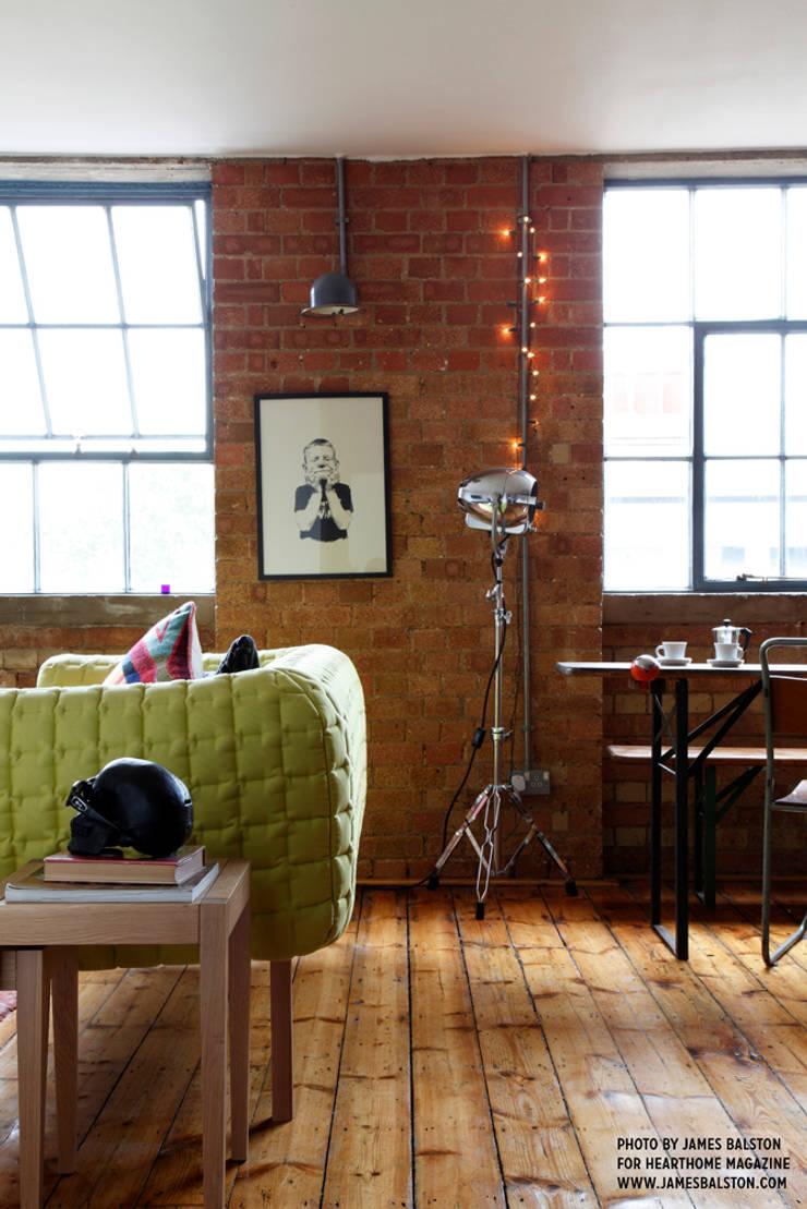 Living room:  Living room by Cassidy Hughes Interior Design