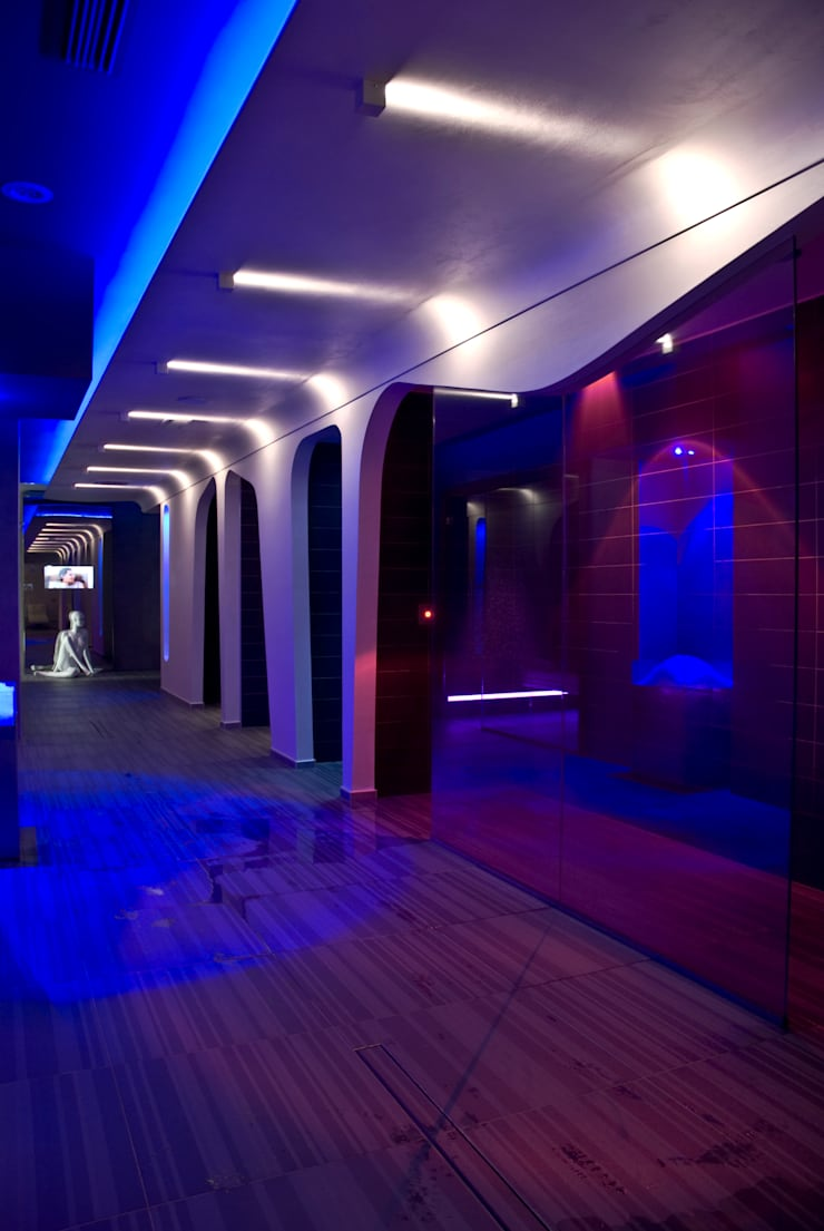 Orus Club: il Benessere in Hotel: Spa in stile in stile Moderno di Studio D73