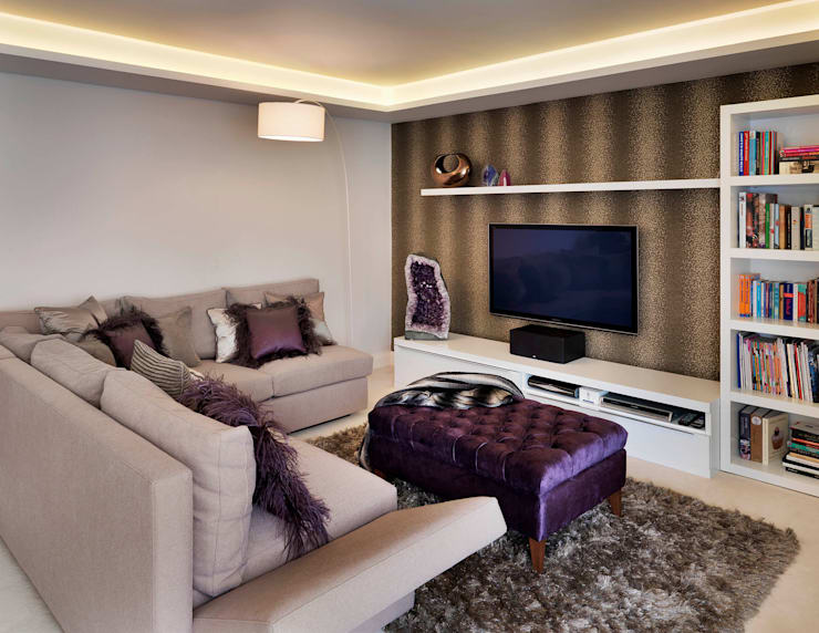 Buckland Crescent:  Living room by Living in Space