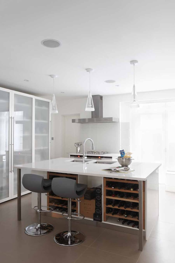 Chalcot Crescent:  Kitchen by Living in Space
