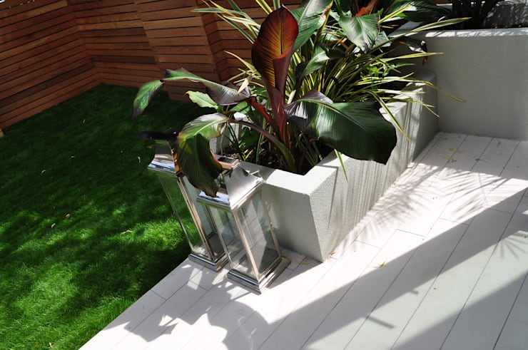 North London Entire House Remodelling:  Garden  by Studio TO
