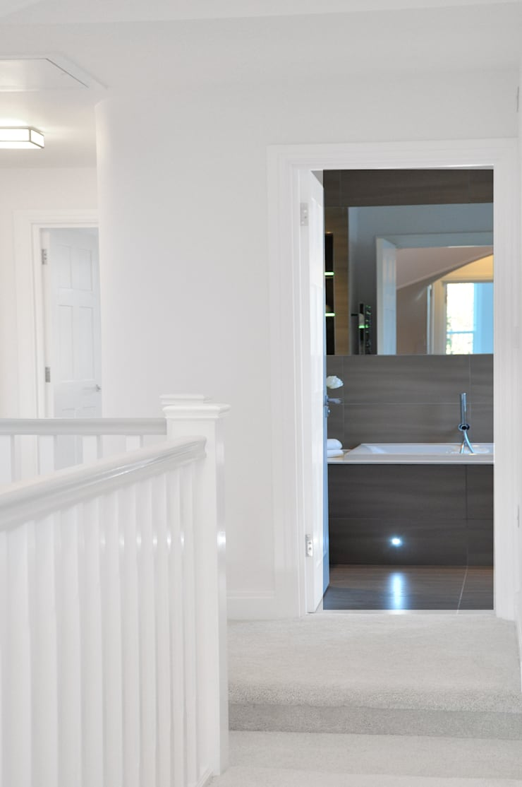 Bathrooms Redesign:  Bathroom by Studio TO