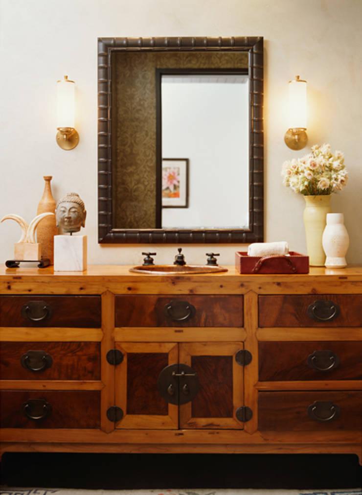 Malibu (Los Angeles):  Bathroom by Lewis & Co