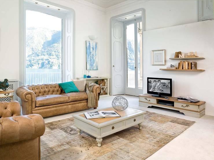 Zona de televisión.: Salones de estilo clásico de MUMARQ ARQUITECTURA E INTERIORISMO