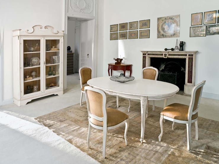 Zona de comedor con mesa ovalada y tallada: Comedores de estilo  de MUMARQ ARQUITECTURA E INTERIORISMO