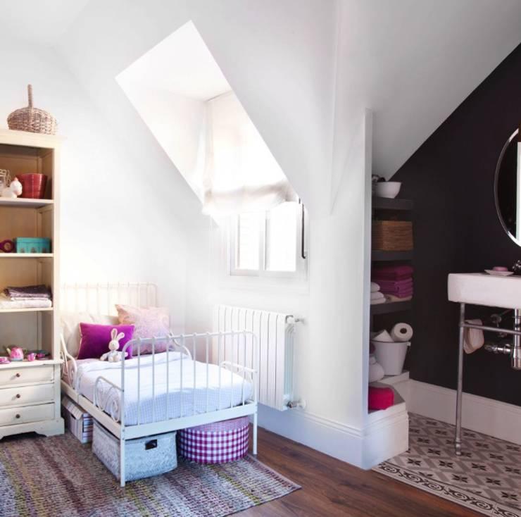 Dormitorio de niñas. Foto: Patricia Gallego para Mí Casa. HEARST magazines I España.: Dormitorios infantiles de estilo  de decoraCCion