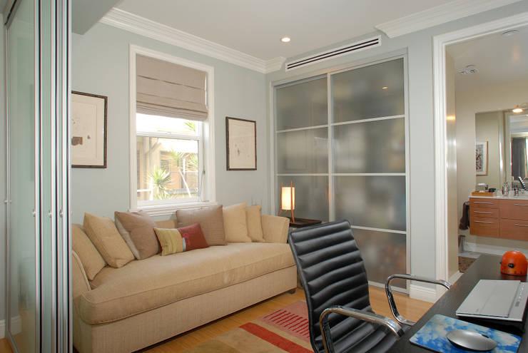 Palma de Malljorca (Home):  Study/office by Lewis & Co
