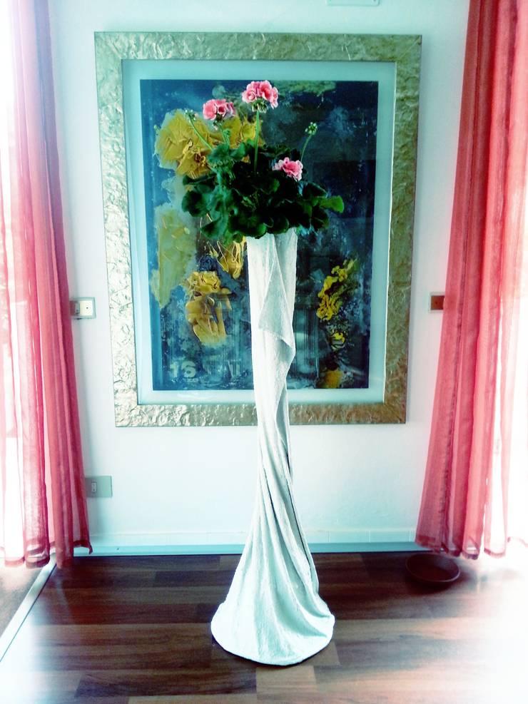 Vaso da fiori in tessuto cementato n°7-2013: Balcone, Veranda & Terrazzo in stile  di Architetto Daniele Stiavetti