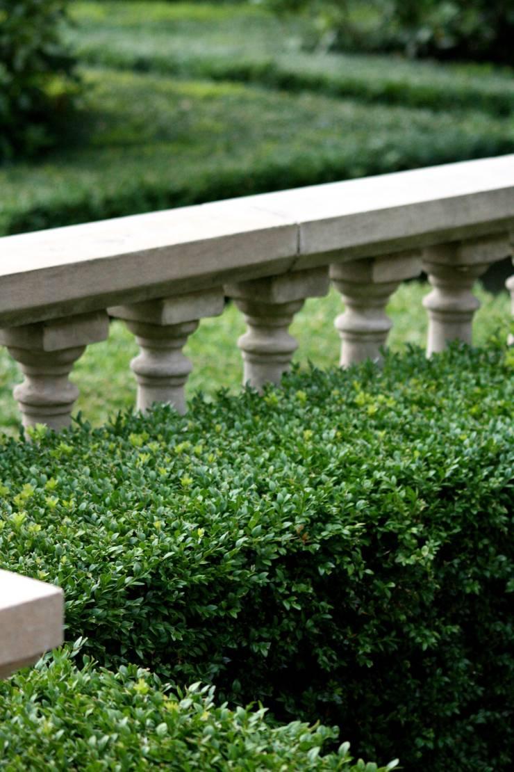 Traditional & Classic:  Garden by Garden Landscape Design