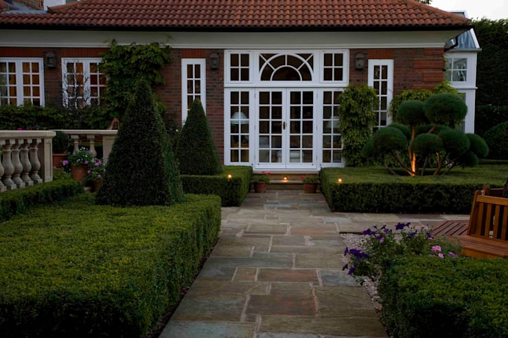 Traditional & Classic:  Houses by Garden Landscape Design