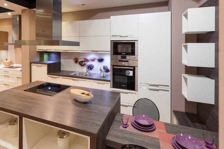 Showroom Madrid: Cocinas de estilo minimalista de Cocinas Rio