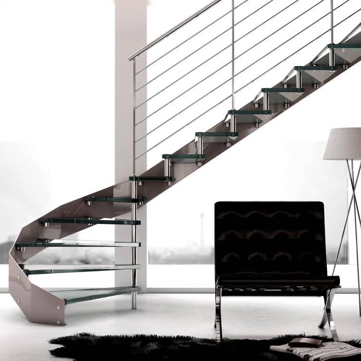 Escalera a tramos en acero Inox y Cristal: Vestíbulos, pasillos y escaleras de estilo  de Enesca