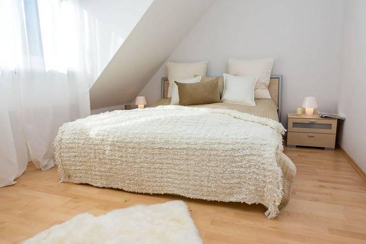 Schlafzimmer - vorher: klassische Schlafzimmer von Münchner home staging Agentur GESCHKA