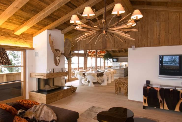 Chalet Kitzbuehel Living:  Wohnzimmer von Raumkonzepte Peter Buchberger