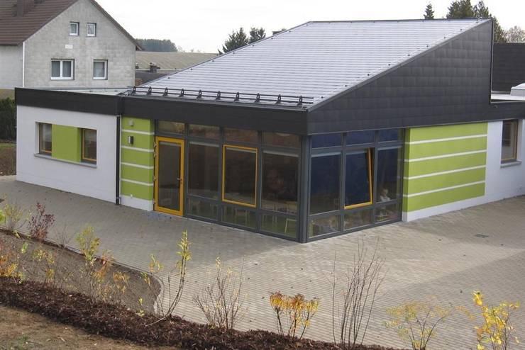 Erweiterung           Kindertagesstätte | L: moderne Häuser von Architekturbüro HOFFMANN