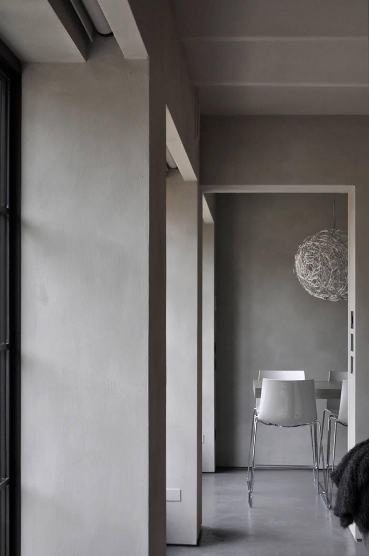 Flat Renovation:  in stile  di Studio di Architettura Rosso19