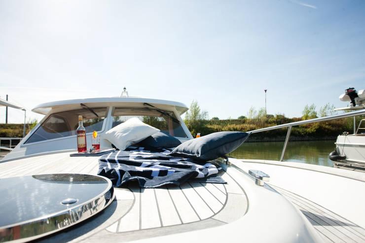 Deckgestaltung - nachher:  Yachten & Jets von Münchner home staging Agentur GESCHKA,Klassisch