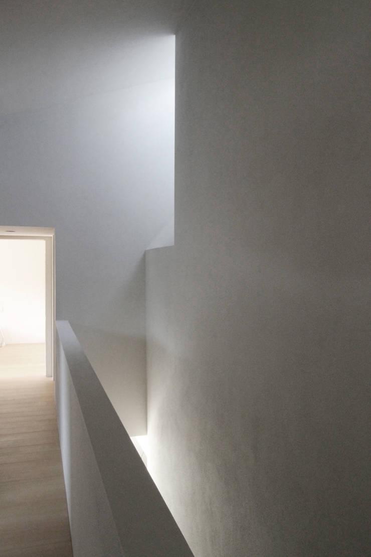 Corridor & hallway by architekturbüro axel baudendistel