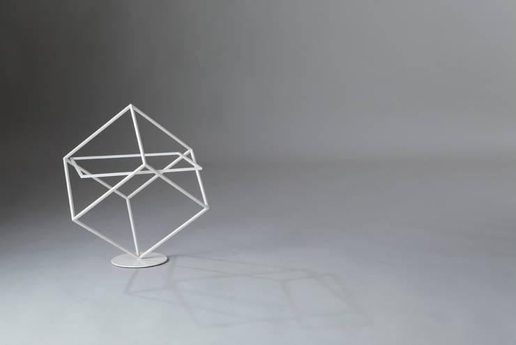 Who's next: Soggiorno in stile  di Officina Art&Craft