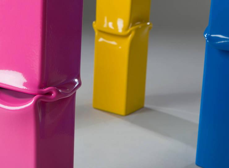 Under Pressure: Balcone, Veranda & Terrazzo in stile  di Officina Art&Craft