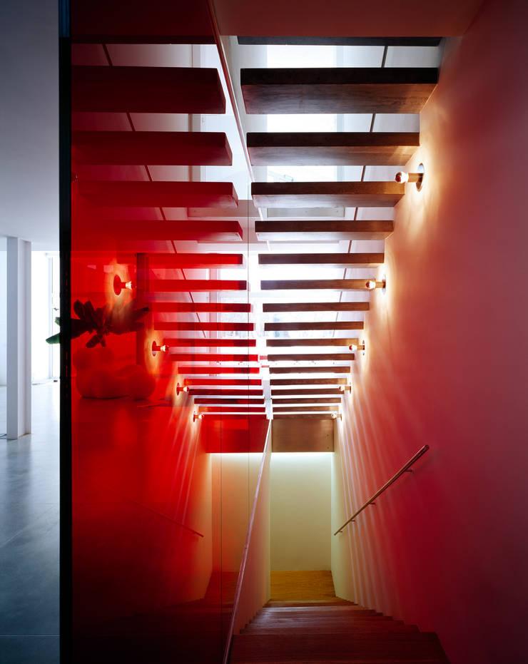 Pasillos y vestíbulos de estilo  por Buratti + Battiston Architects