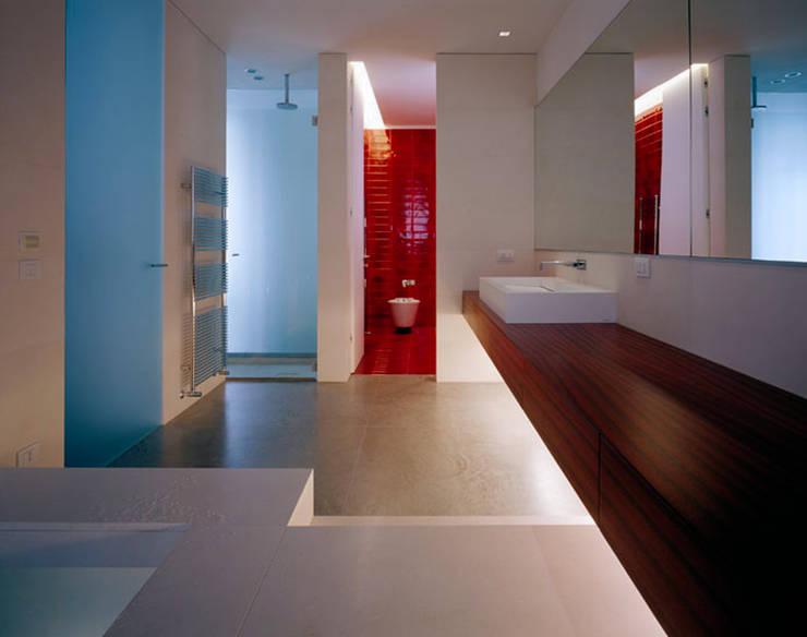 Baños de estilo  por Buratti + Battiston Architects