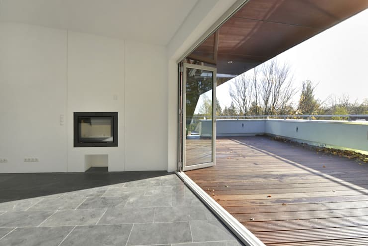 Terrazza in stile  di and8 Architekten Aisslinger + Bracht
