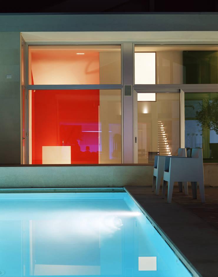 Piscinas de estilo  por Buratti + Battiston Architects