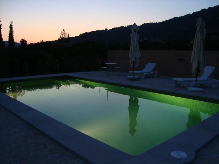 Pool in der Abenddämmerung:  Garten von L 02 – Landschaftsarchitektur