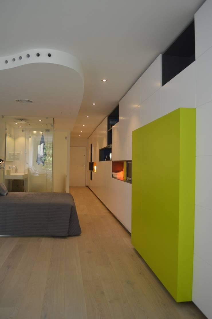Apartamento mínimo: Salones de estilo  de Albasini y Berkhout Arquitectura, S.L.P.