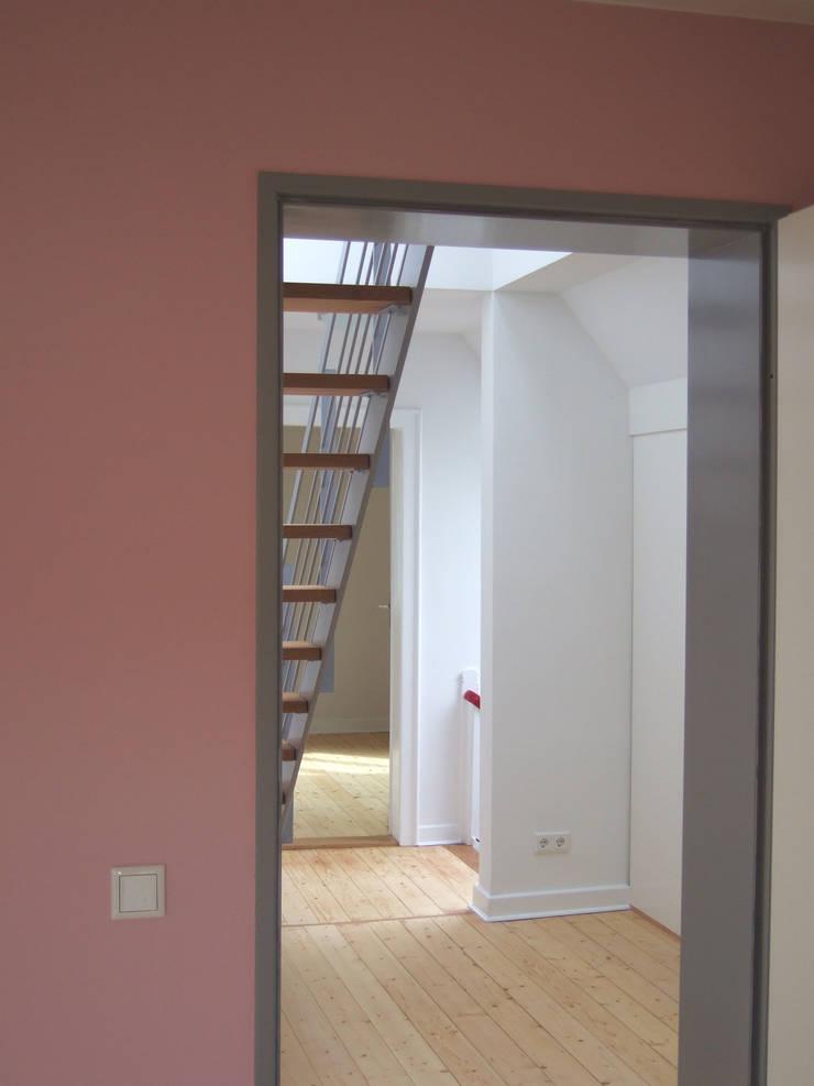 zymara und loitzenbauer architekten bda:  tarz Koridor ve Hol, Modern