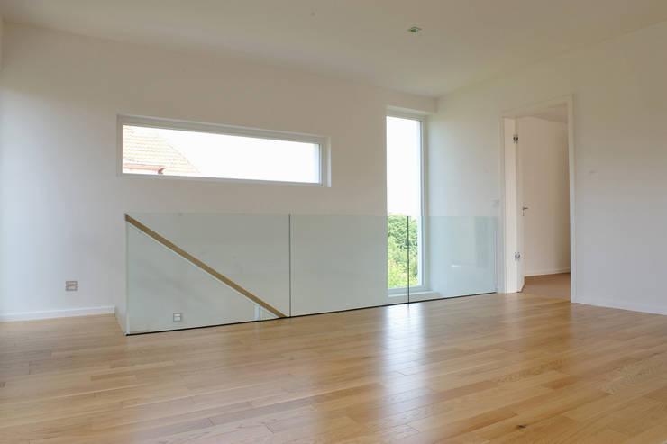 Living room by zymara und loitzenbauer architekten bda