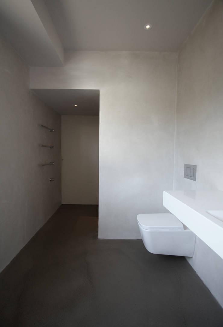 modern Bathroom by architekturbüro axel baudendistel