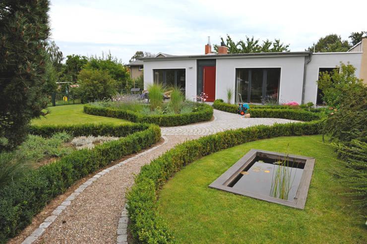 Casas de estilo moderno por zymara und loitzenbauer architekten bda