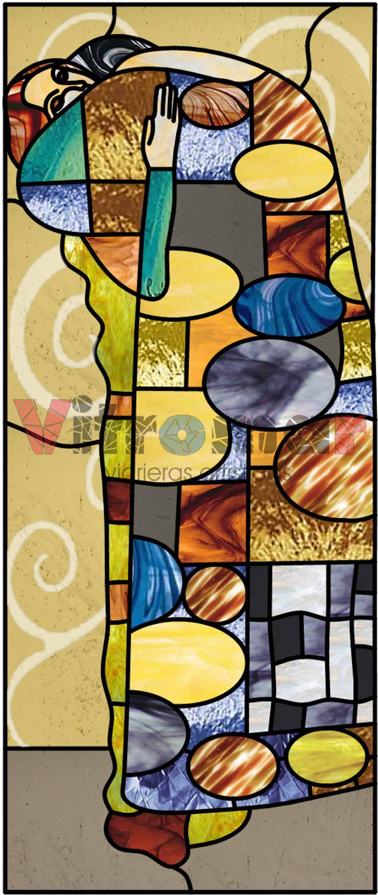 El abrazo de Kimt: Puertas y ventanas de estilo ecléctico de Vitromar Vidrieras Artísticas