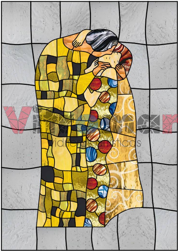 Vidriera El Beso, de Gustav Klimt: Puertas y ventanas de estilo ecléctico de Vitromar Vidrieras Artísticas