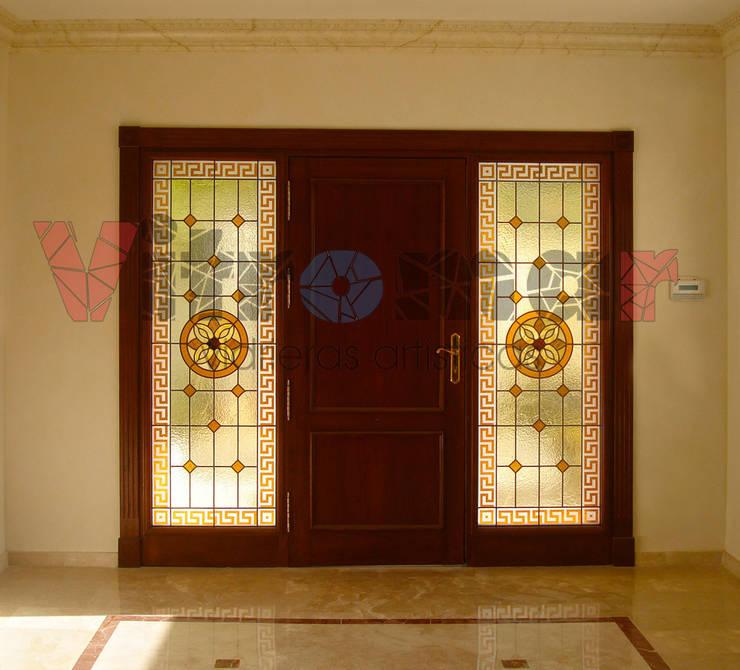 Fijos laterales con arenados: Puertas y ventanas de estilo ecléctico de Vitromar Vidrieras Artísticas