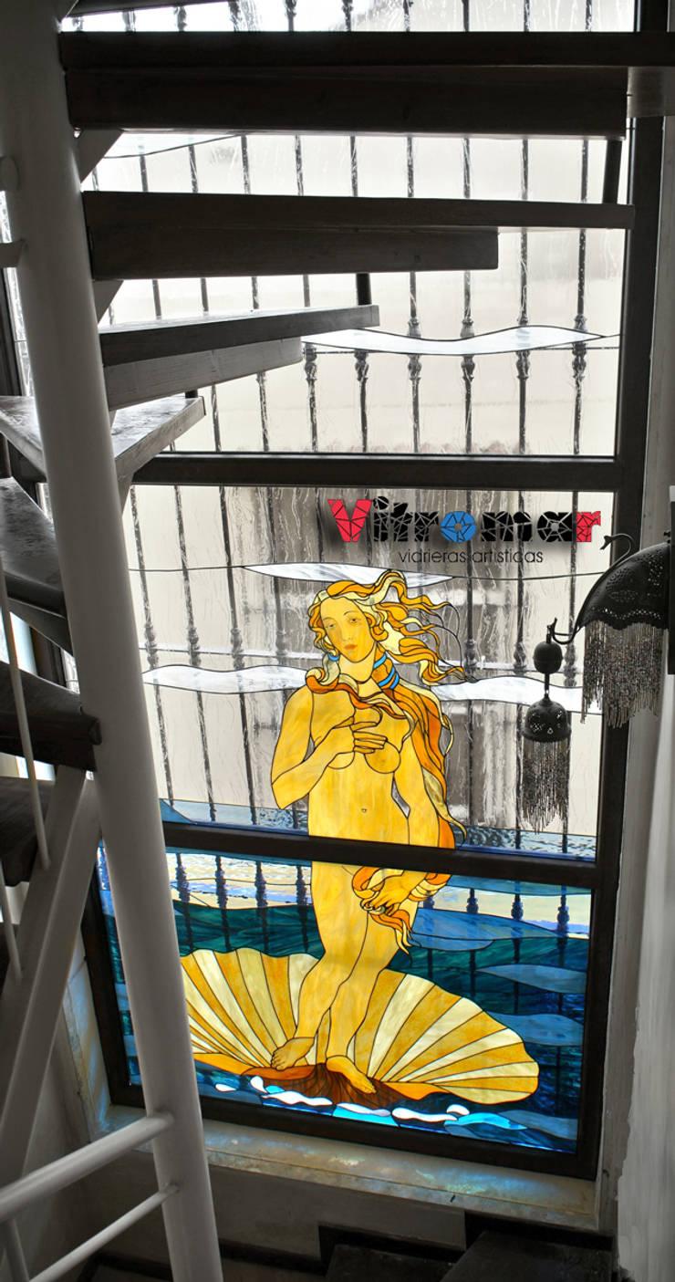 El Nacimiento de Venus, de Boticcelli: Puertas y ventanas de estilo ecléctico de Vitromar Vidrieras Artísticas