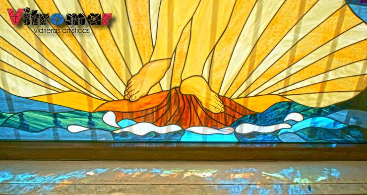 Detalle pies Venus: Puertas y ventanas de estilo ecléctico de Vitromar Vidrieras Artísticas