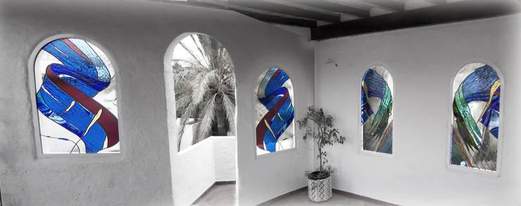 Puertas y ventanas de estilo  por Vitromar Vidrieras Artísticas
