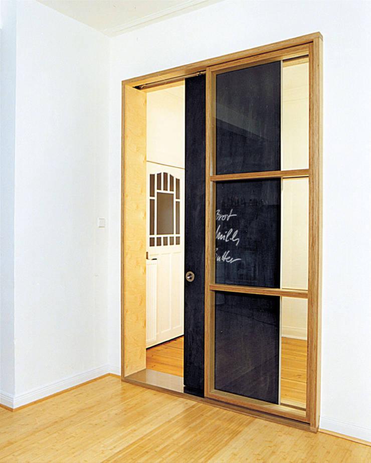 and8 Architekten Aisslinger + Bracht:  tarz Sürgülü kapılar
