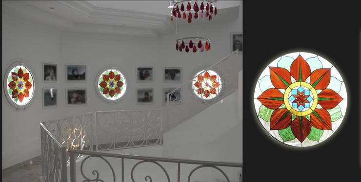 Vidrieras redondas flores:  de estilo  de Vitromar Vidrieras Artísticas