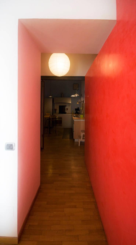 Fotografie di un appartamento privato in Roma: Ingresso & Corridoio in stile  di LuVi ph