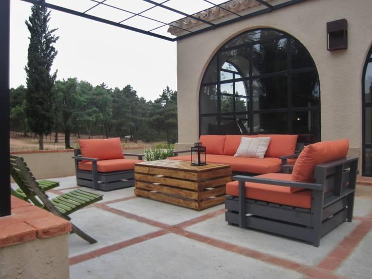 pabellon de caza en la Despeñaperros : Jardines de estilo  de interiorismo estudio apunto