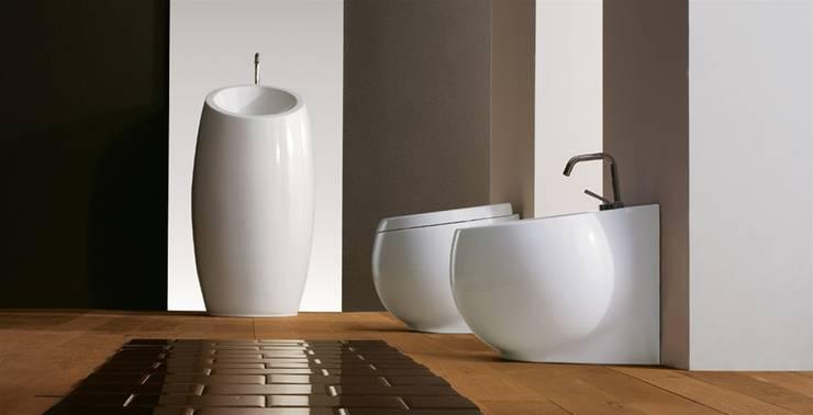 Planet: Bagno in stile in stile Moderno di Massimiliano Braconi Designer