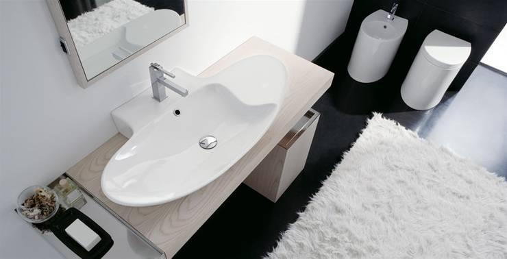 Zefiro: Bagno in stile  di Massimiliano Braconi Designer
