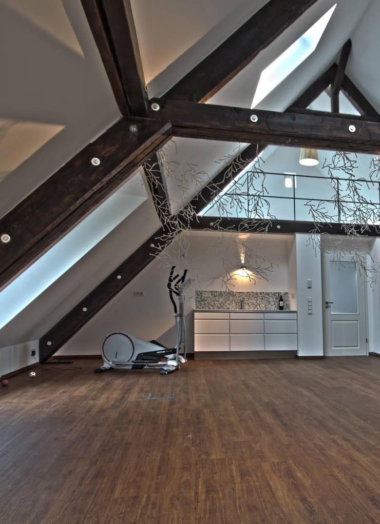 Gimnasios domésticos de estilo  por Lichters Living